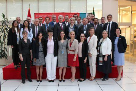 Photo prise à l'Ambassade du Canada à Mexico, en mai 2018. Délégués de la Mission Universités Canada-Mexique et d'Affaires mondiales Canada, représentants provinciaux du Québec, de l'Ontario et de l'Alberta. Photo: Universités Canada